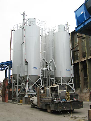 Four scaled 60 and 120 ton silos feeding 6000lb screw blender